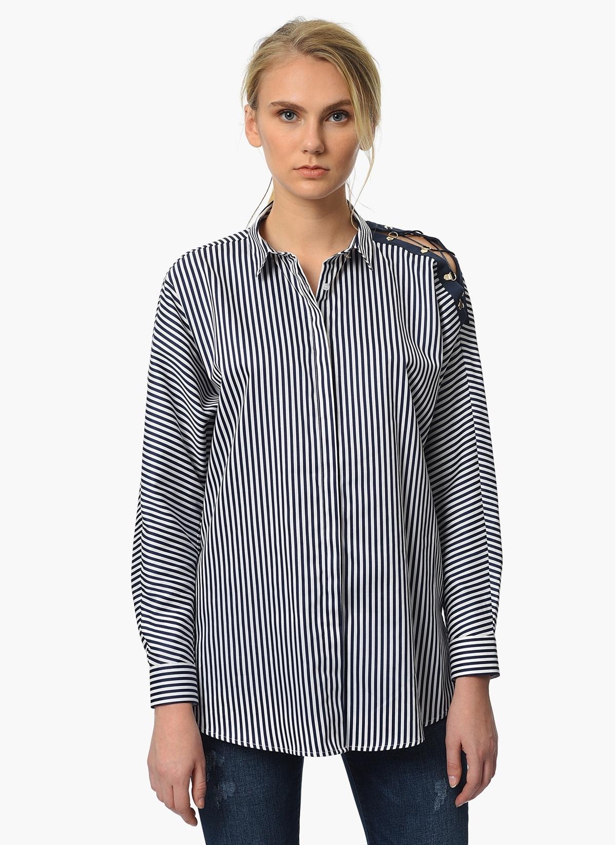 1702030683ac4 NetWork Kadın Omzu Bağcık Detaylı Çizgili Gömlek Lacivert-Beyaz ...